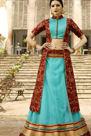 28b59ecc4958ff Here, rather the usual light blue blouse, a golden colour blouse catches  the eye with a pink colour dupatta with golden borders.