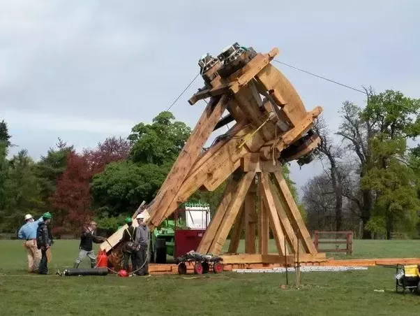 Not A Single Catapult Could Throw 95 Kilo Projectile Over 300 Meters Thus Accepting Trebuchet S Superiority Because Of Design Genius Trebuchet Uses