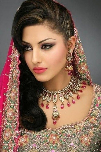 What are some good hairstyles for an Indian bride with a round face ...