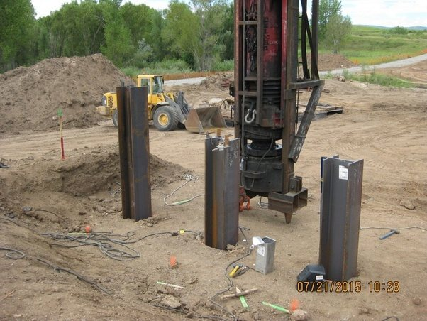 What is the difference between pile and pier foundation quora the picture above shows the pile foundation or pile cap the picture below shows batter or tilted pile solutioingenieria Image collections