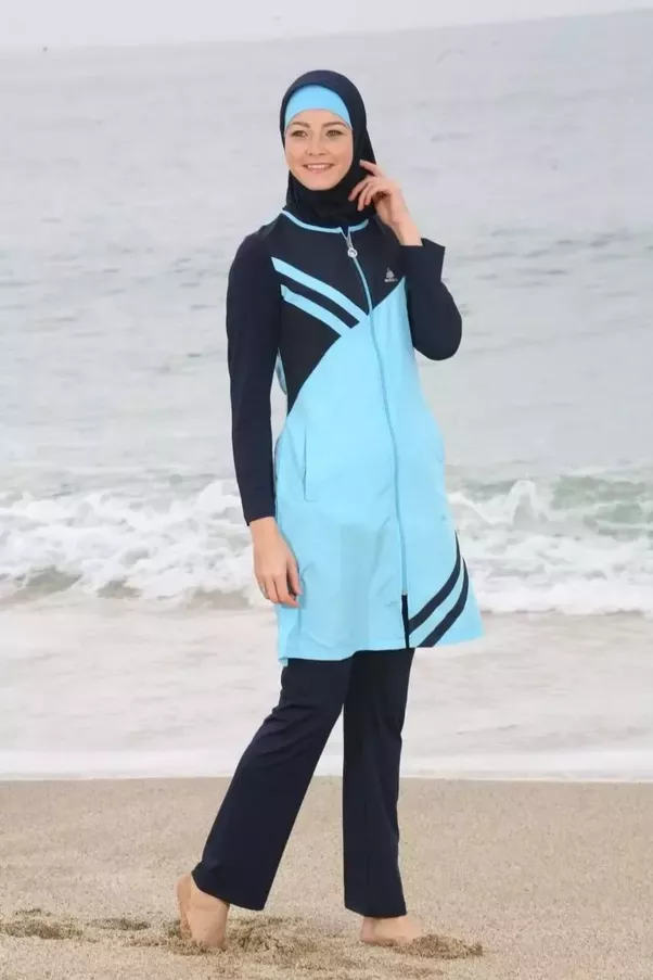 What outfit should muslim women wear to swim in a regular for Wearing t shirt in swimming pool