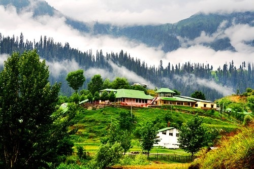 One Of The Most Inviting Places In World Jammu Kashmir Offers A Little Something For Everyone With Luxurious Hotels Snow Capped Mountains And