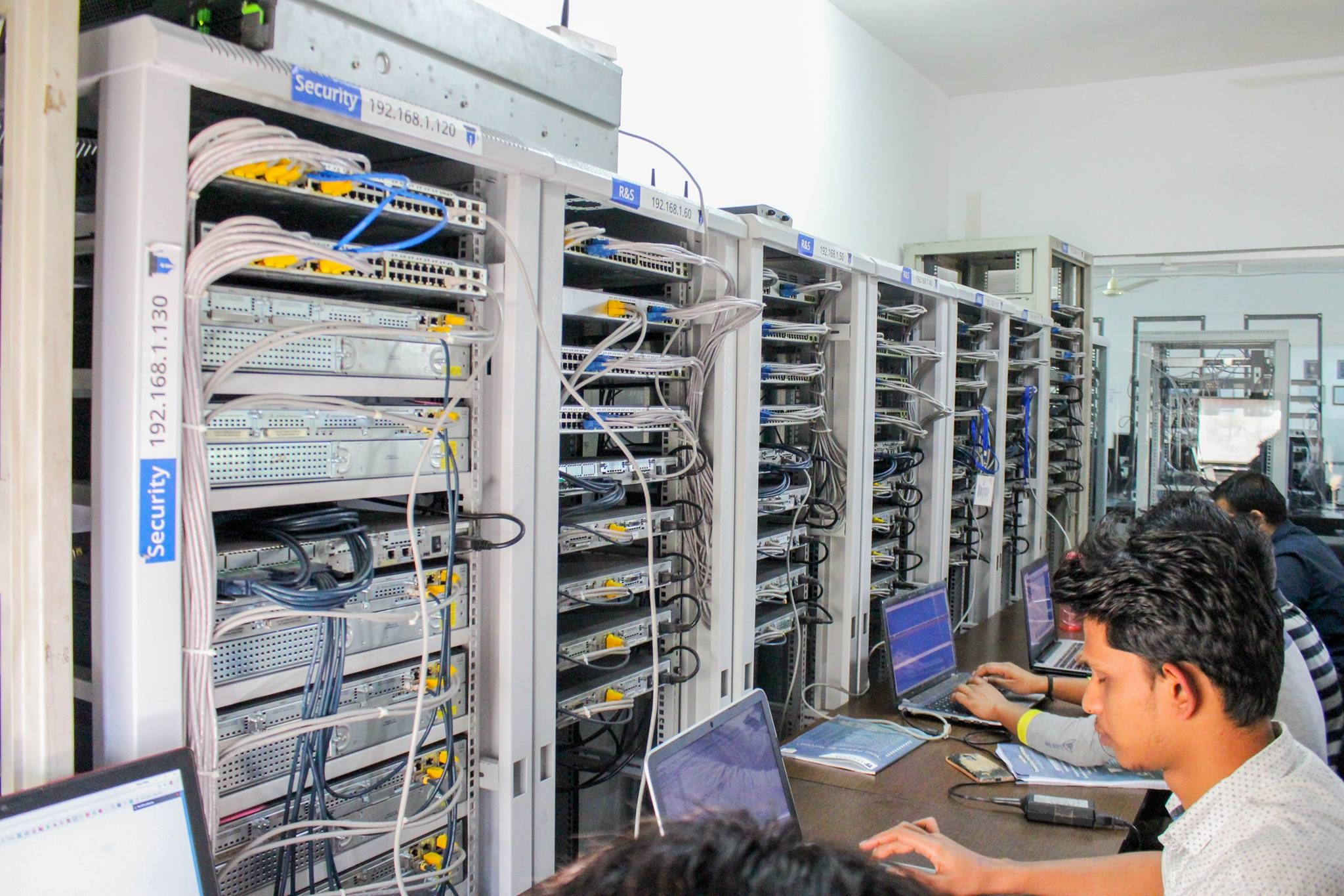 Does CISCO provide training for CCNA certification in India