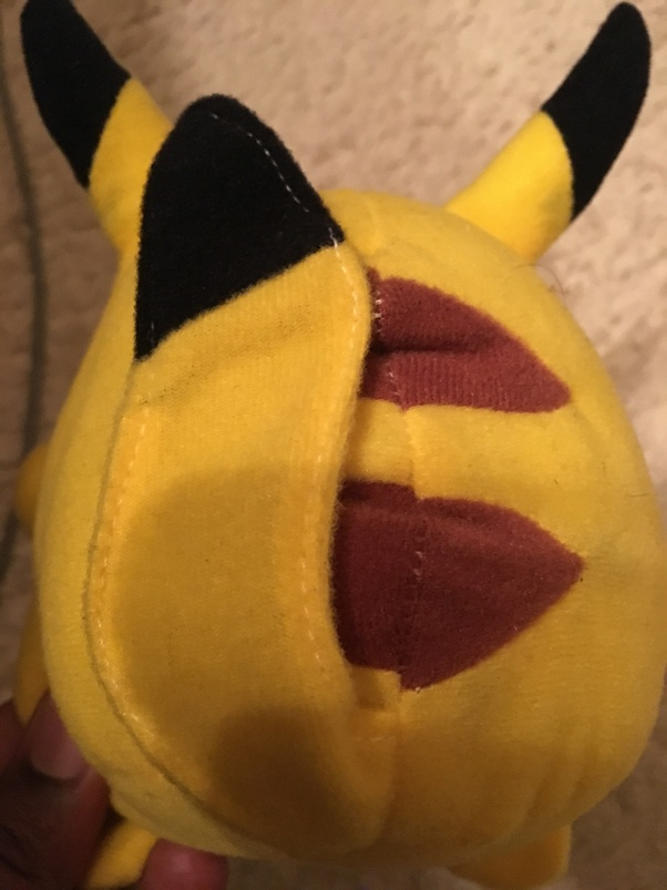 Did Pikachu from Pokemon have black on the end of his tail ...