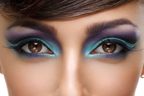 Blue: If you want to pop your brown eye colour in a bold way then take help of blue eye shadow. Blue eye shadow and its shades look great with brown eyes.