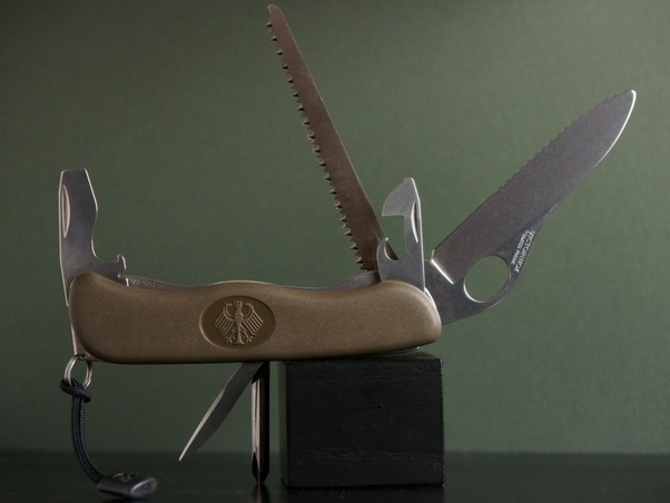 Do Soldiers In The U S Army Carry Swiss Army Knives Quora