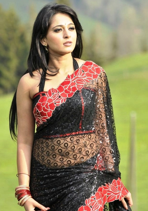 Is showing the navel in a saree offensive? - Quora