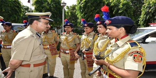 What is the starting salary of new joinee in delhi police as