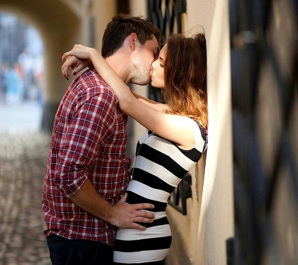 french kissing women