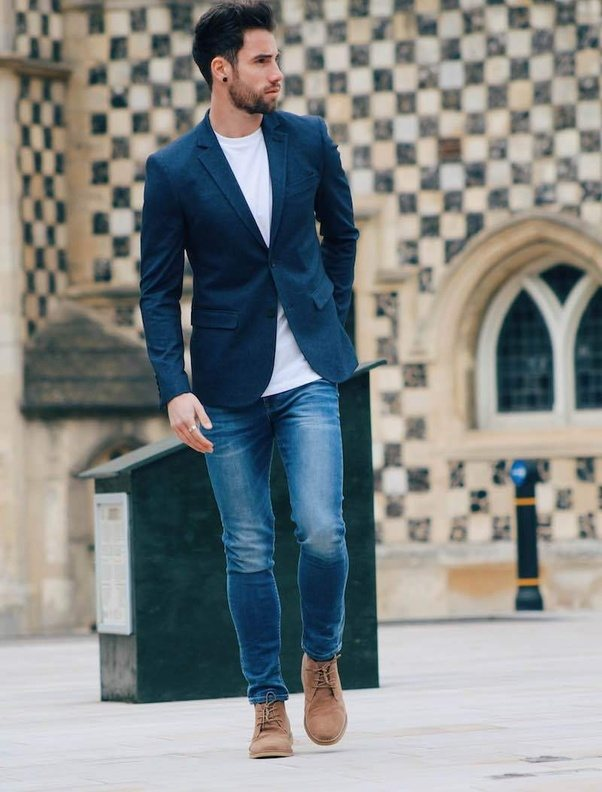 Which type of men shoes can be worn with jeans?