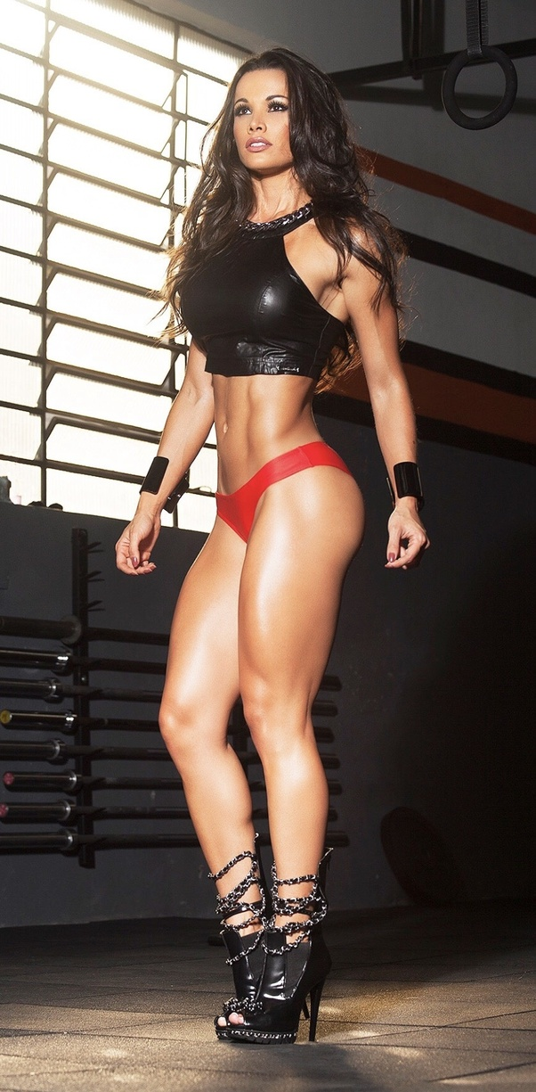 separation shoes ec4d8 1d09f What are some head turning photos of Brazilian fitness model ...