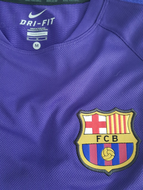 b834b94615d It s my own M-sized FC Barcelona training shirt (I got it as a gift - not  that I care about football) that I ve worn a few times at the gym.