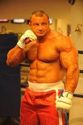 Which bodybuilder of around 6 ft is a good example of 15% body fat