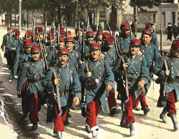 Why were French uniform trousers red at the start of the First World