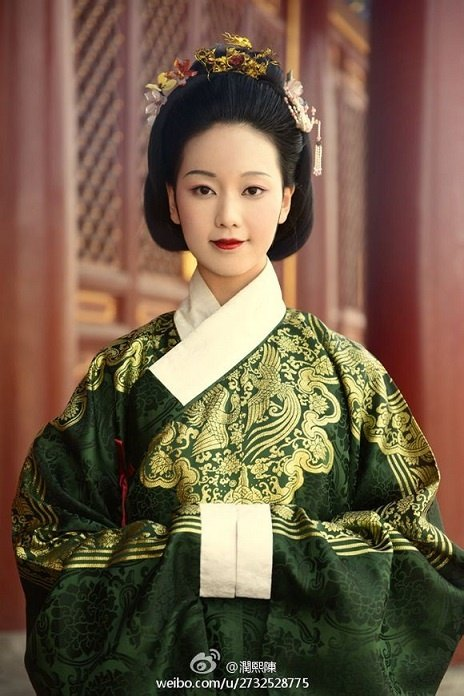 South Korea: Why does Korean traditional costume look ...