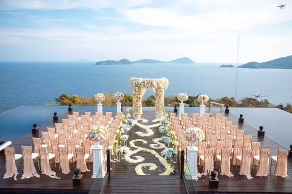 Is it better to hire a wedding planner for a destination