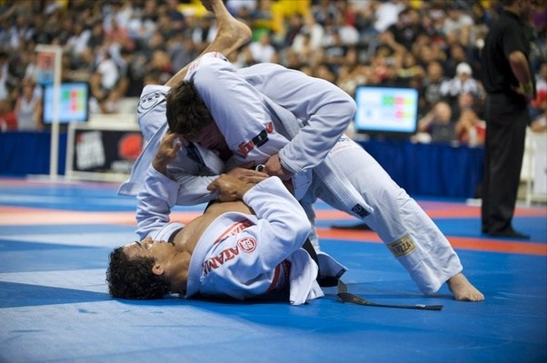 A MATCH BETWEEN BRAZILIAN JIU-JITSU BLACKBELTS GABRIEL VELLA AND ROMULO  BARRAL AT THE 2009 WORLD JIU-JITSU CHAMPIONSHIPS,(ATTEMPTING A TRIANGLE  CHOKE).