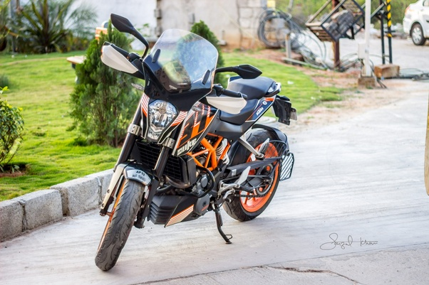 What problems do motorcycle bikers face during long distance rides