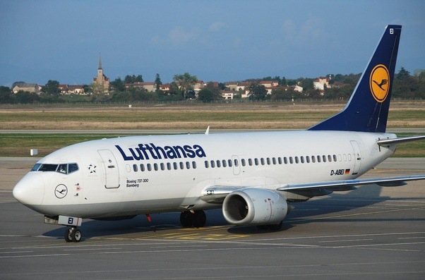 Why are the engines of the original Boeing 737 so small? - Quora