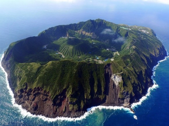 The Volcanic Island Of Aogashima Which Is Home To About 170 People A Natural Planetarium Because Theres Nothing Around For Miles Night Sky