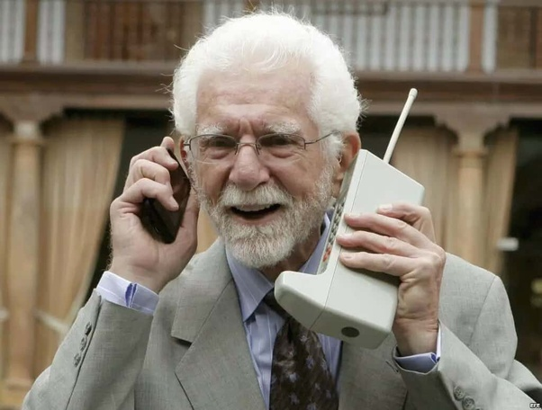 What Was The Weight Of First Mobile Phone Or Cell Phone Quora