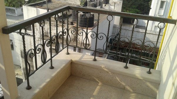 What Are The Latest Glass Railing Design For Balcony Quora