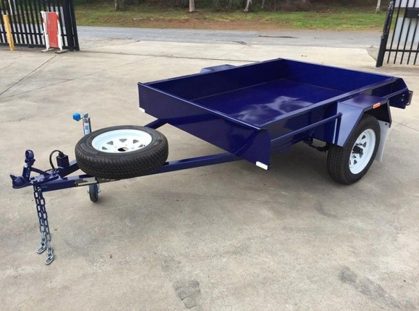 What are the advantages of getting a custom trailer over a