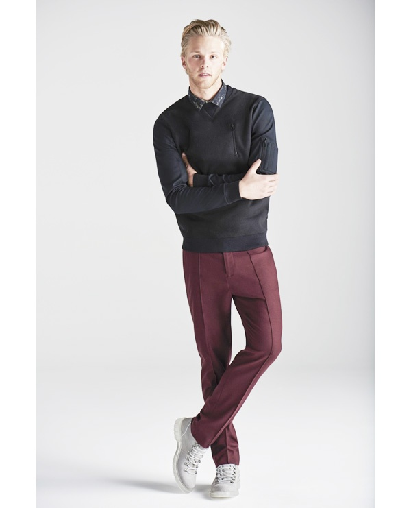 black shirt brown pants what color shoes