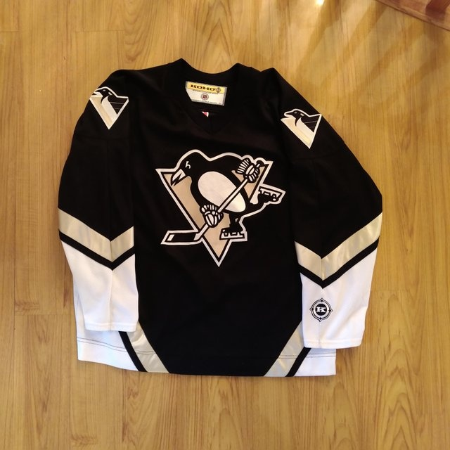 7f5b120ab What is a good website to buy cheap NHL jerseys  - Quora
