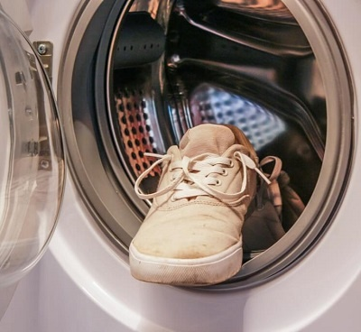 Is it safe to wash shoes in a washing machine? Quora