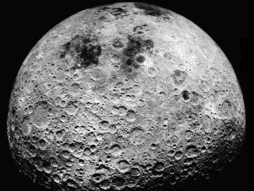 ¿Necesitaría una base de superficie en un cuerpo celeste con poca o ninguna atmósfera como la Luna o Ceres un cierre en el sistema de armas para desviar los desechos espaciales?